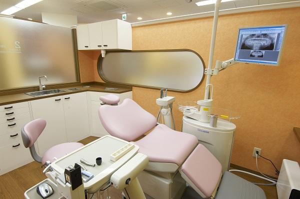 江坂駅 8番出口徒歩 1分 小林歯科クリニックの治療台写真3
