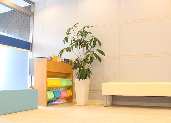 鷹の台駅 出口徒歩 1分 たかの台みかみ歯科の待合室の風景写真4