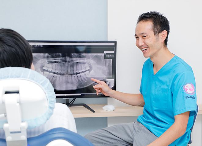 鷹の台駅 出口徒歩 1分 たかの台みかみ歯科のモニターを用いた治療説明の風景写真5