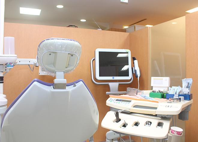 新宿駅 出口徒歩 3分 新宿スワン歯科・矯正歯科の治療台写真4