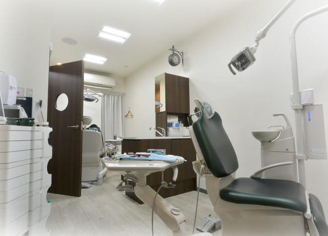 市川駅 北口徒歩 5分 大門歯科の治療台写真2