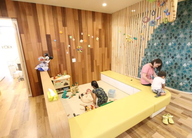 バリアフリー設計!キッズスペースの設置や保育士による託児