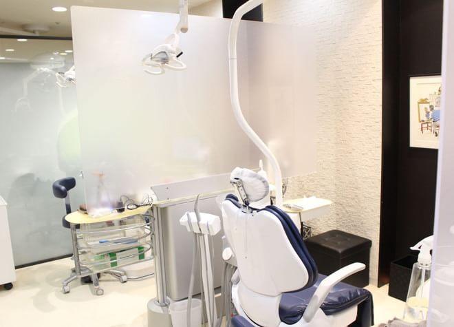センター南駅 1番出口徒歩 1分 アス港北歯科クリニックの治療台写真7