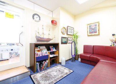 本町駅 12番出口徒歩 1分 八木歯科医院の待合室写真2