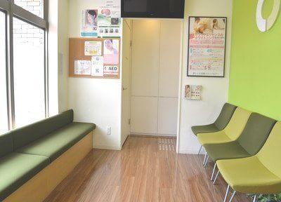 西大路三条駅出口 徒歩1分 たかもり歯科医院の写真2