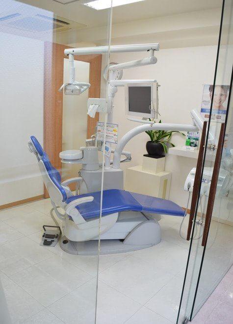 鷹取駅 北口徒歩 3分 佐伯歯科医院の治療台写真3