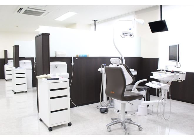 八戸ノ里駅 出口徒歩 2分 しろくま歯科の治療台写真3