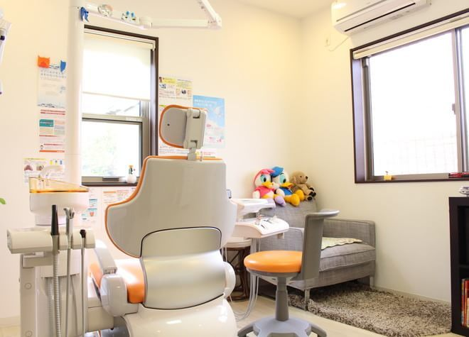 北花田駅 3番出口徒歩 15分 ひがしの歯科医院の治療台写真2