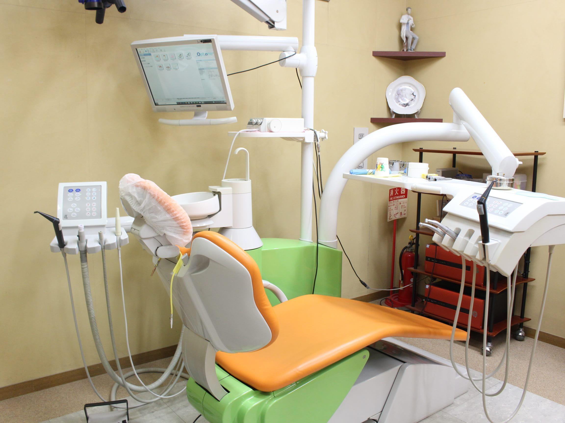 新道東駅 5番出口徒歩 1分 アガサ歯科クリニックの治療台写真4