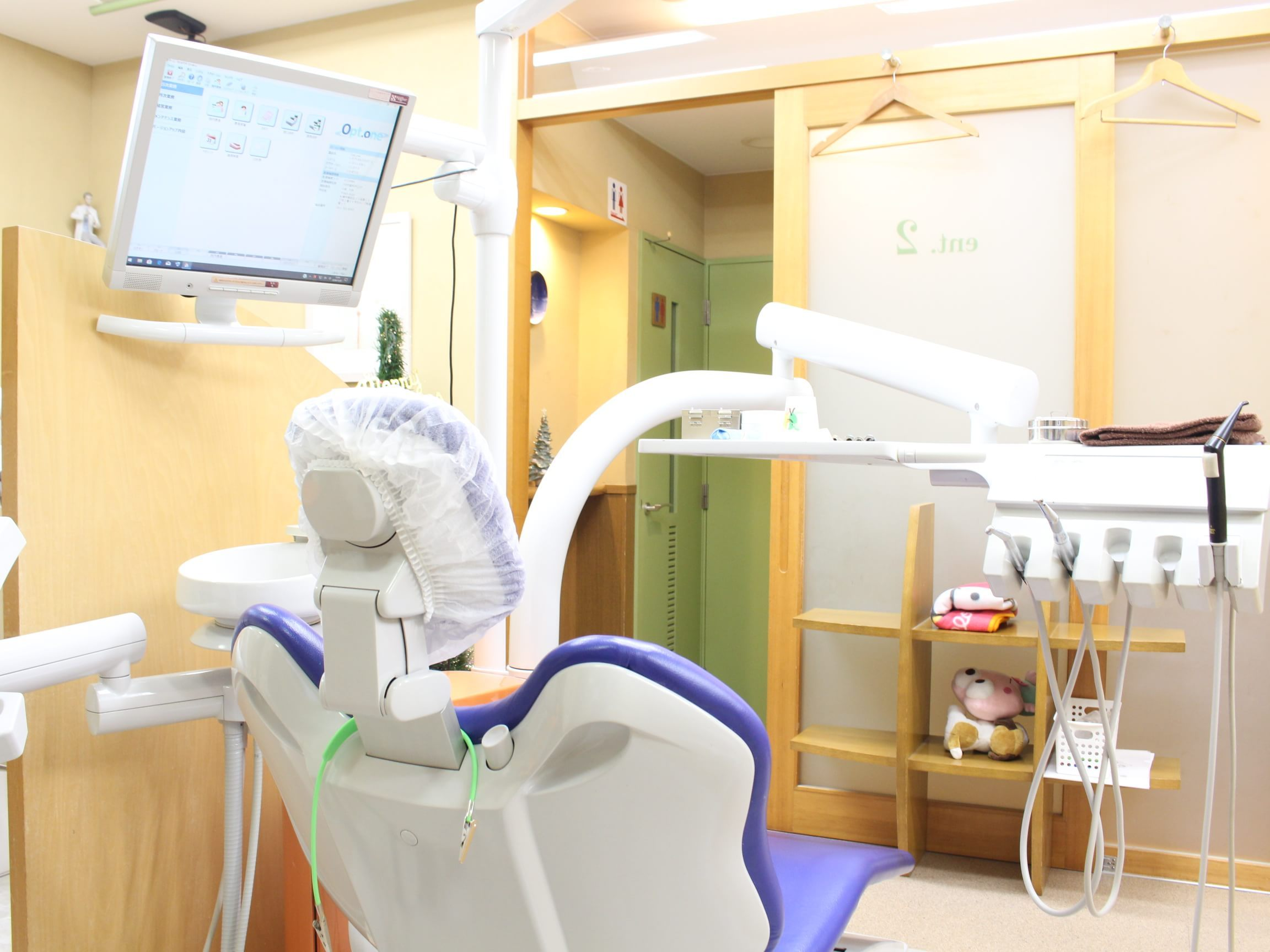 新道東駅 5番出口徒歩 1分 アガサ歯科クリニックの治療台写真5