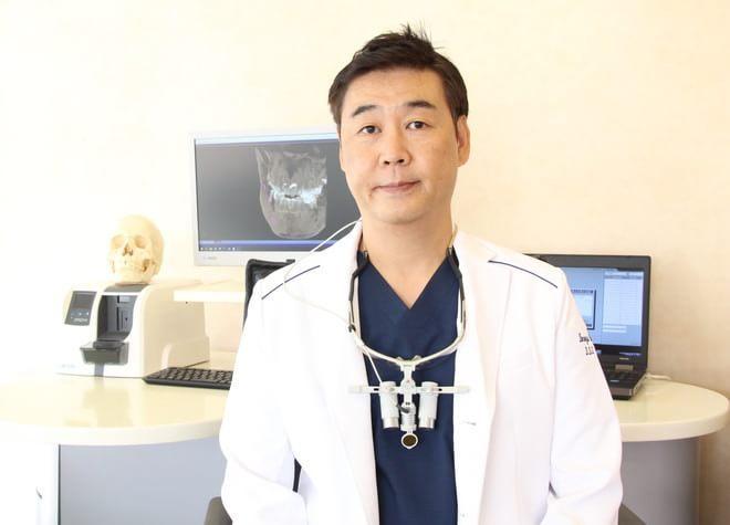 ヨロズ歯科医院の院長先生