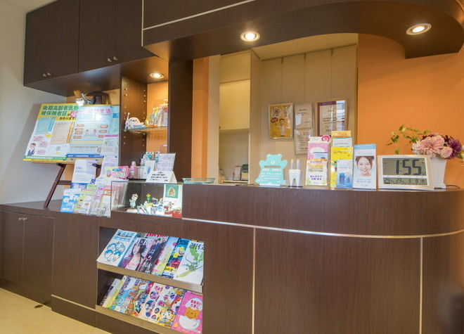 仙台市営バス 霞目営業所徒歩 2分 よしゆき歯科医院のよしゆき歯科医院の受付の様子写真3