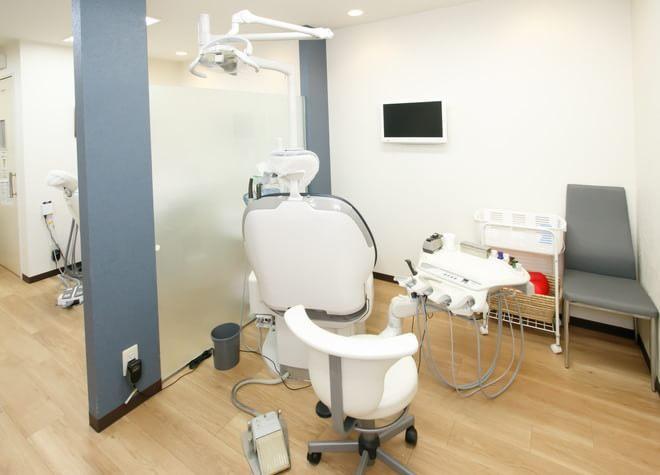 桃谷駅 出口徒歩 2分 桃谷歯科の治療台写真2