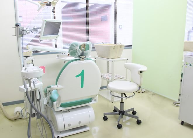 千葉ニュータウン中央駅 出口徒歩 10分 クローバー歯科の治療台写真2