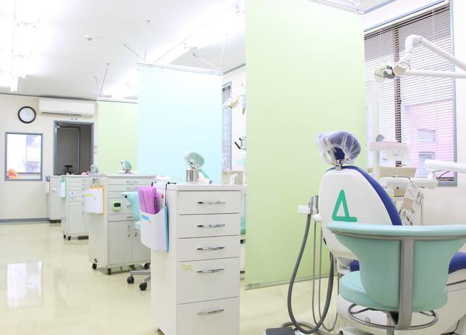 千葉ニュータウン中央駅 出口徒歩 10分 クローバー歯科の治療台写真3