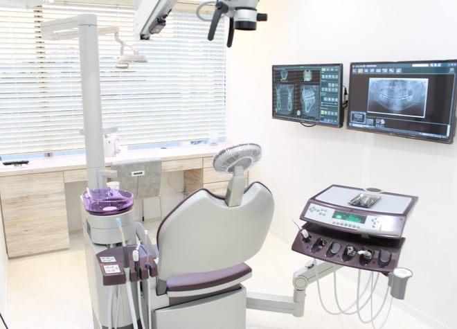 横浜駅 東口徒歩 1分 横浜エス歯科クリニックの治療台写真6