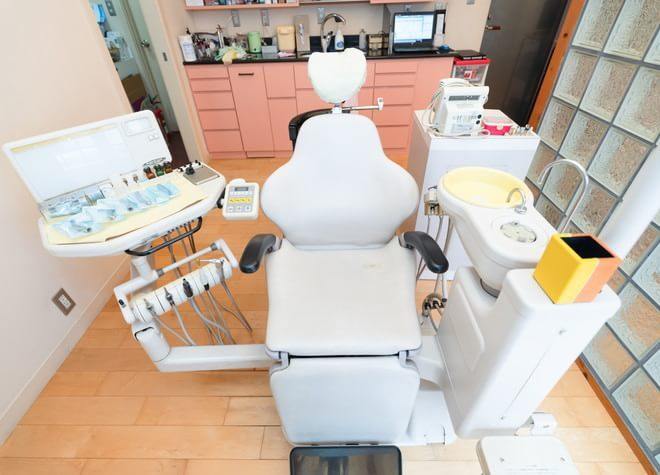 小岩駅 南口車 7分 ながしま歯科クリニックの治療台写真4