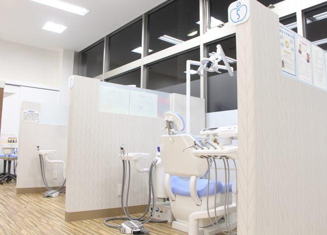 小山駅 西口徒歩 30分 おやまモール歯科の治療台写真2