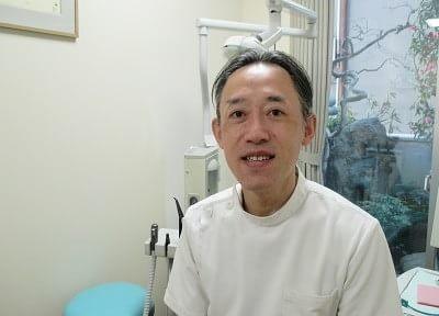 岡崎歯科医院の院長先生