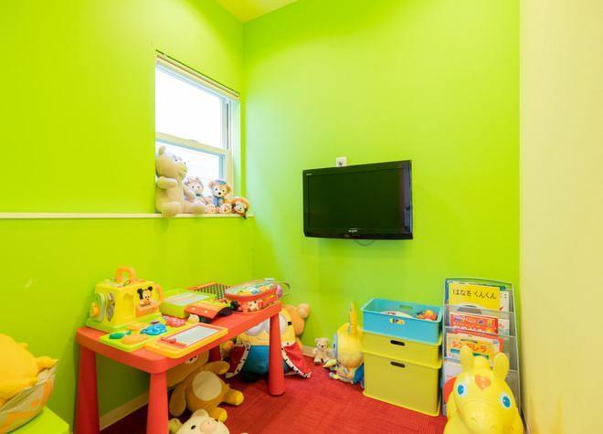 キッズスペースあり!治療中にはアニメを流し、子供の恐怖心に寄り添う