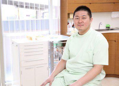 氏本歯科医院の院長先生