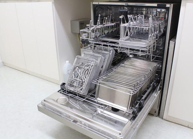 器具はていねいに洗浄・滅菌!清潔な治療環境を整備
