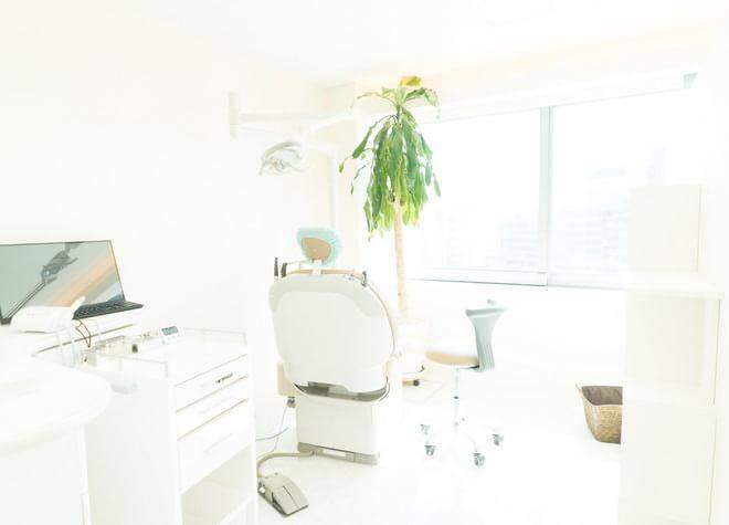 白をベースとした清潔な院内!幅広い診療内容で多様な悩みに対応