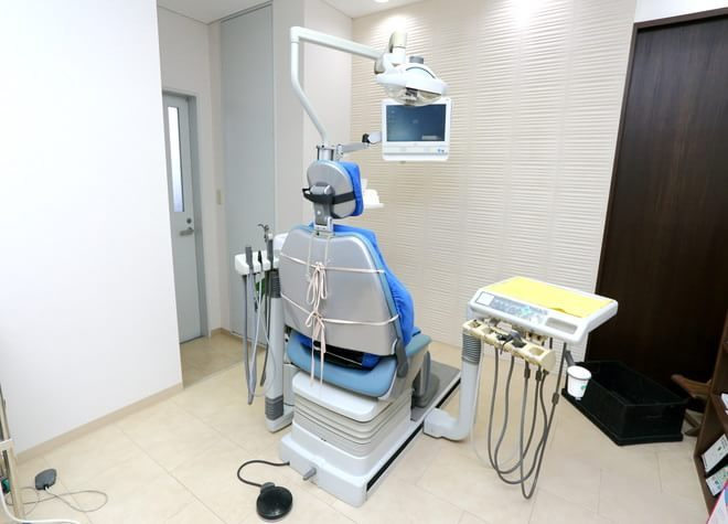 初台駅 東口徒歩 2分 岡歯科医院の治療台写真4