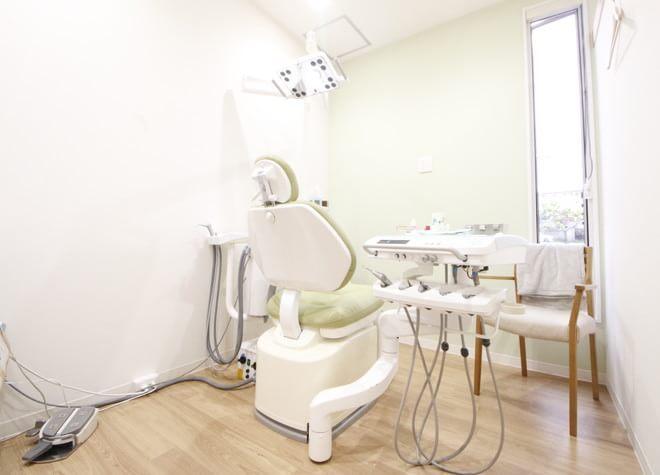 津駅 出口車 5分 津ファミリア歯科の治療台写真3