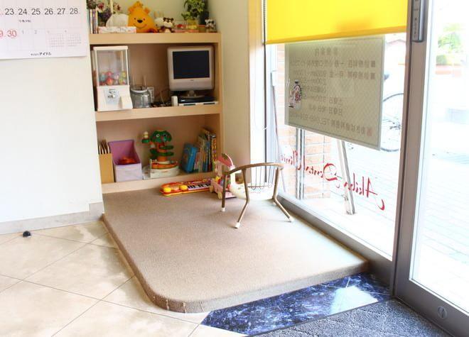 お子さんへの配慮も行き届く!キッズスペースを設置!段差がなく移動しやすい院内
