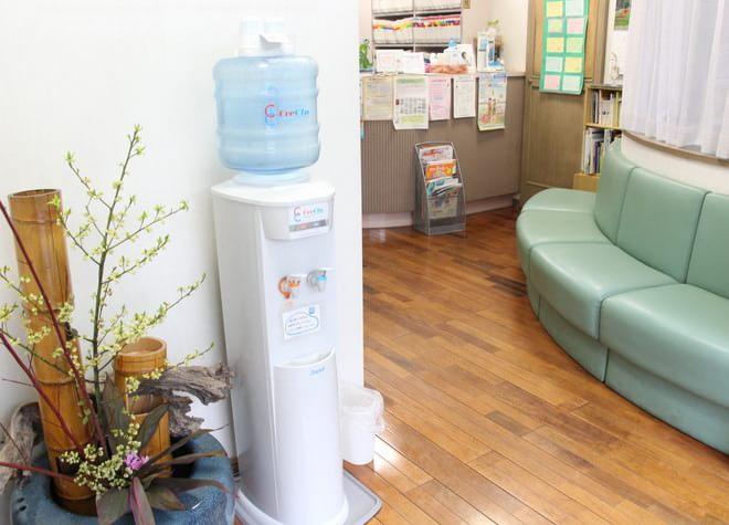 三鷹駅南口 徒歩10~12分 松崎歯科医院の松崎歯科医院の待合スペース写真5